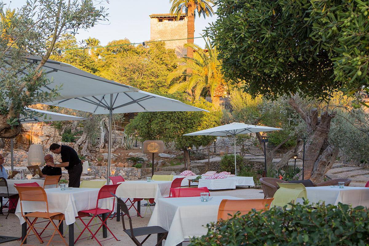 Jardines y Terraza Exterior del Sa Figuera Restaurant