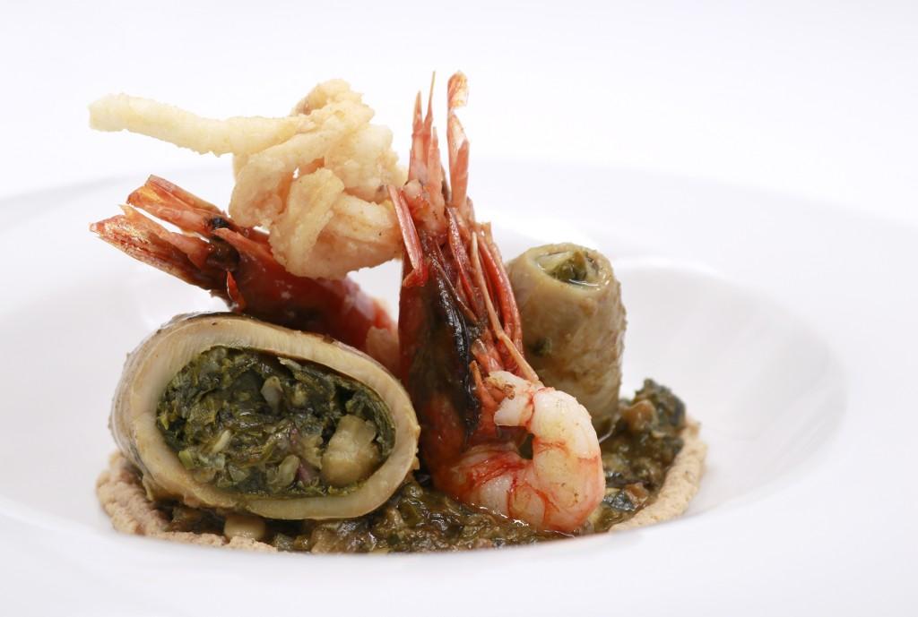 Calamar relleno a la mallorquina con gamba de sóller y praliné salado de piñones